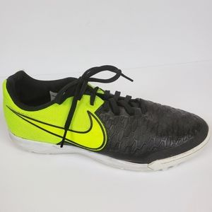 NIKE Magistax Pro TF Indoor Soccer Shoes